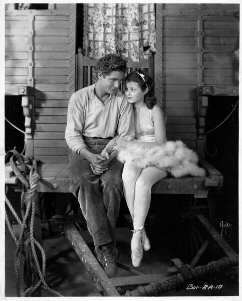 Charles Farrell and Janet Gaynor in Street Angel (1928)