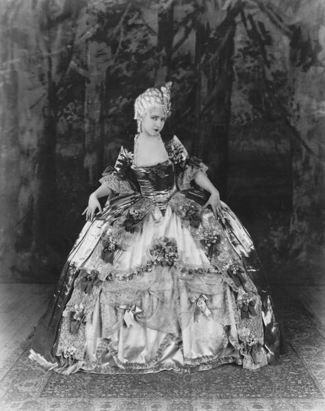 Dorothy Gish in Madame Pompadour (1927)