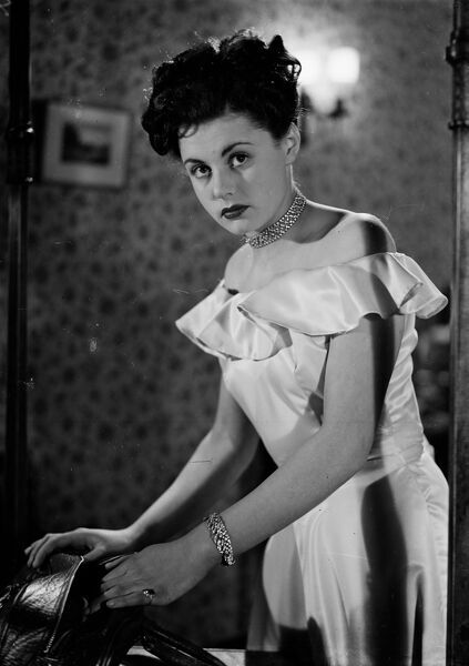Eunice Gayson in Melody in the Dark (1949)