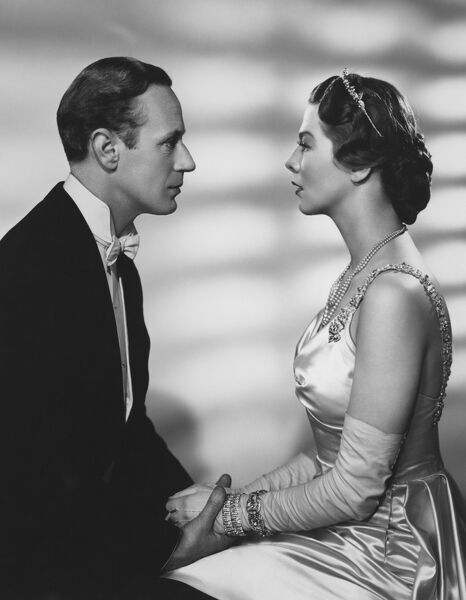 Leslie Howard as Henry Higgins and Wendy Hiller as Eliza Doolittle