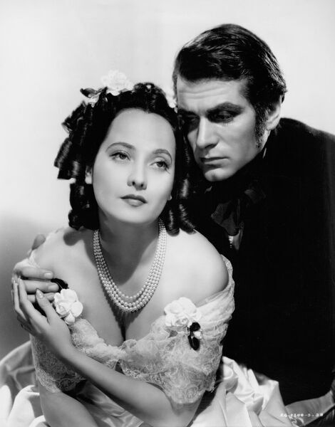 Merle Oberon as Cathy and Laurence Olivier as Heathcliff