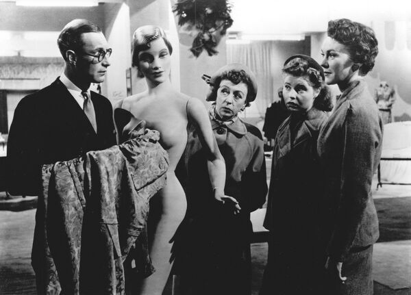 Richard Wattis, Thora Hird, Prunella Scales, and Patricia Marmont in John Guillermin's The Crowded Day (1954)