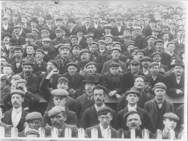 Sheffield Crowd, 1902