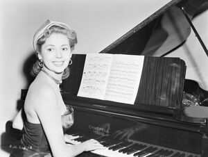 Anne Vernon in John Guillermin's Song of Paris (1952)