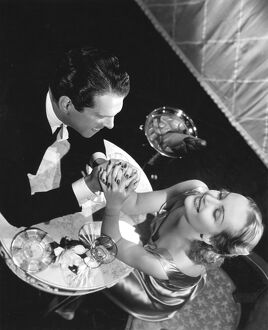 Fred MacMurray and Carole Lombard in Mitchell Leisen's Hands Across the Table (1935)