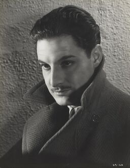 Robert Donat in Alfred Hitchcock's The 39 Steps (1935)